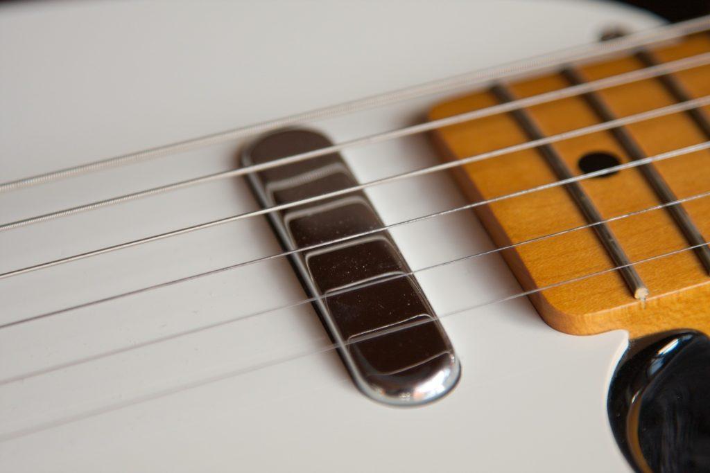 guitars-1176757_1920